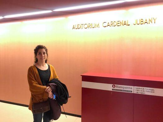 La Dra. Laia Garcia a l'auditori de la Facultat Blanquerna, on es va celebrar la conferència